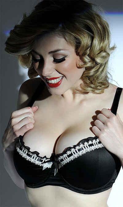 Laura in Curvy Kate Thrill Me Black Ivory